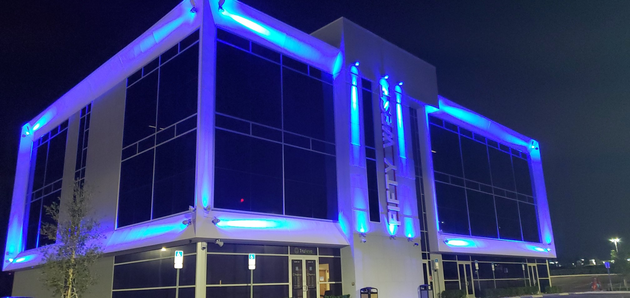 Fifty-West-Building-Orlando-Paint-The-Town-Blue-2021-FBITCAAA