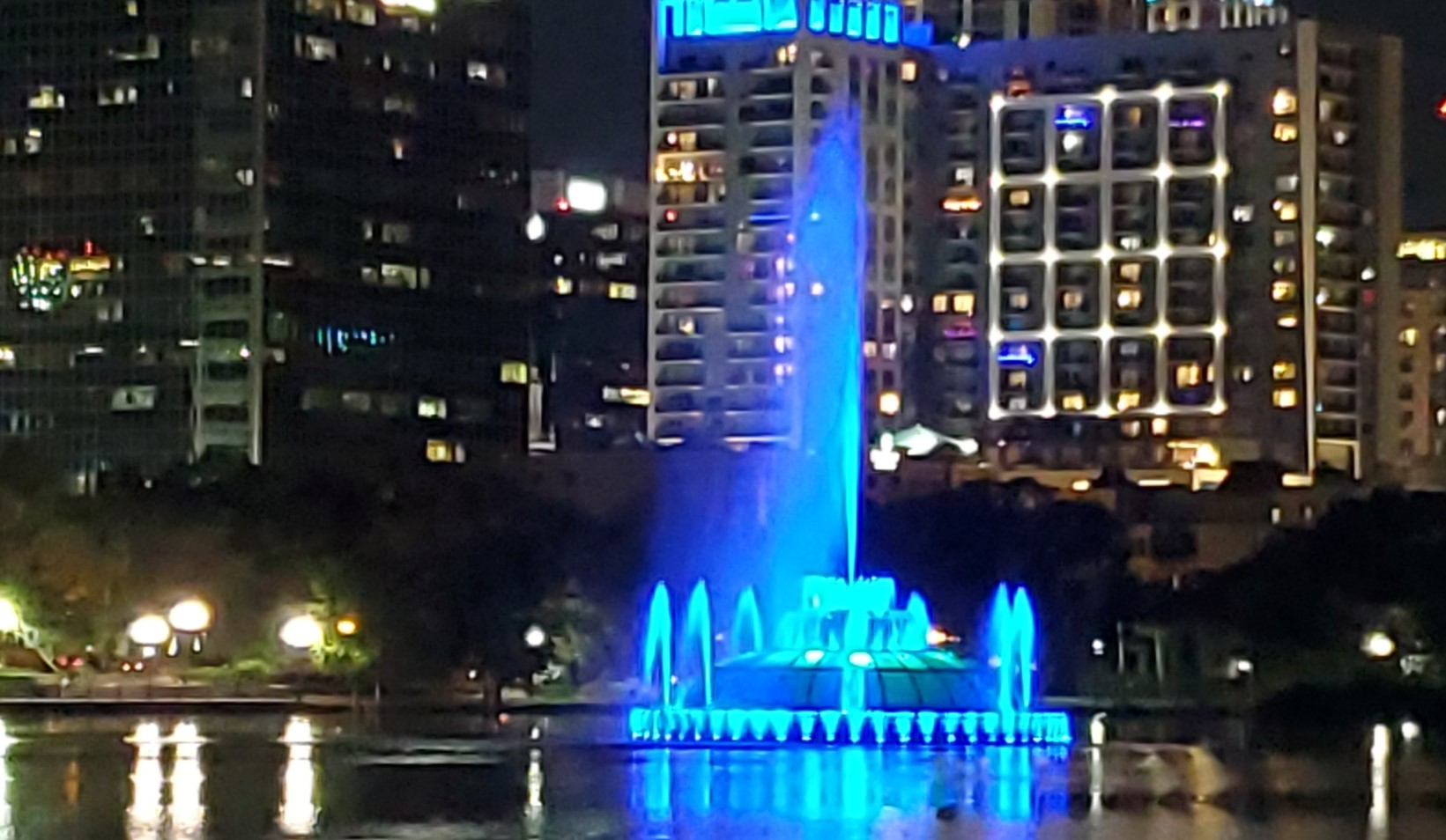 Lake-Eola-Paint-The-Town-Blue-2021-FBITCAAA-Pic1